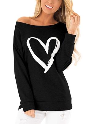 Camiseta negra con corazón hombros al descubierto para mujer