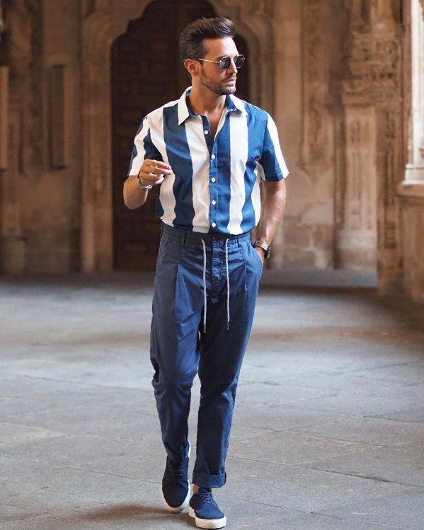 Comprar outfits en tendencia con rayas verticales