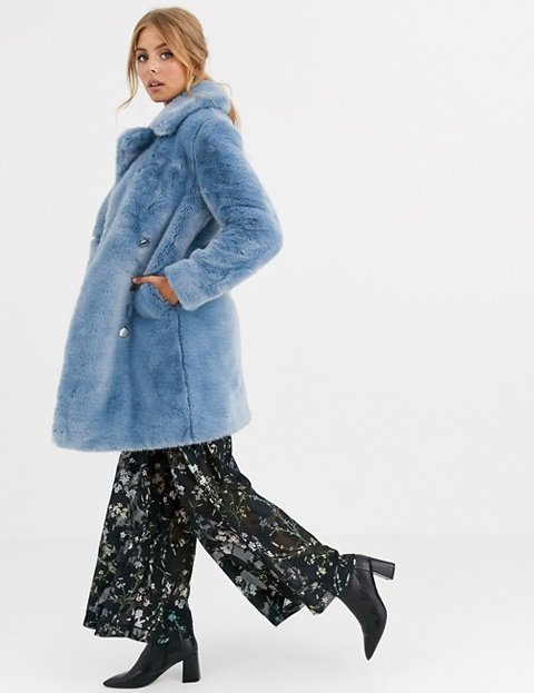 Outfit abrigo azul celeste de pelo sintético para mujer