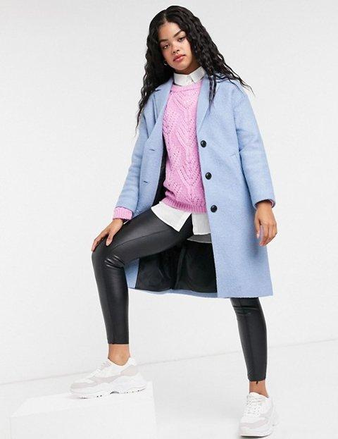 Outfit abrigo azul cielo mujer