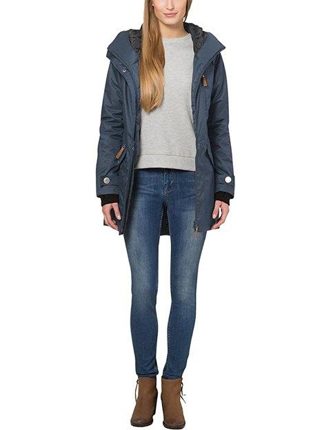 Outfit abrigo azul de mujer