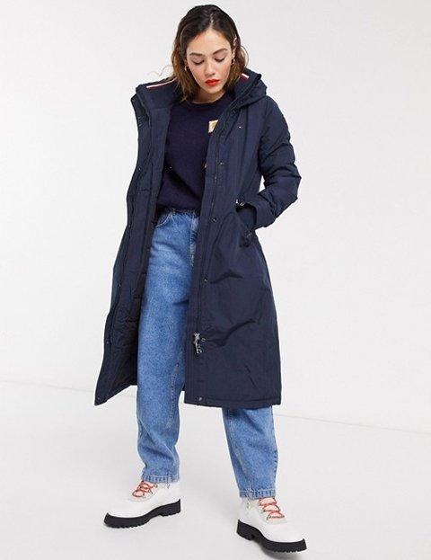 Outfit abrigo azul marino con gorro mujer