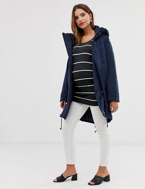 Outfit abrigo azul mujer