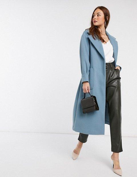 Outfit abrigo azul para mujer