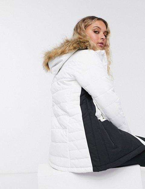 Outfit abrigo blanco con negro mujer