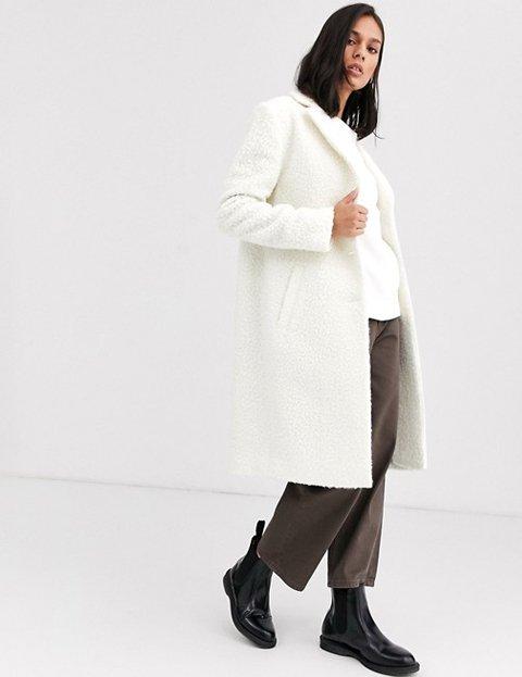 Outfit abrigo blanco mujer