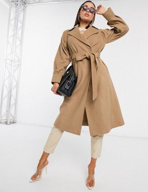 Outfit abrigo camel de mujer
