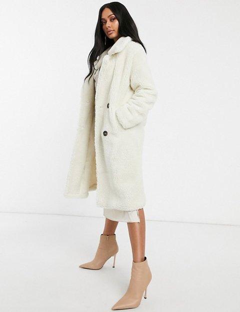 Outfit abrigo de pelo blanco mujer