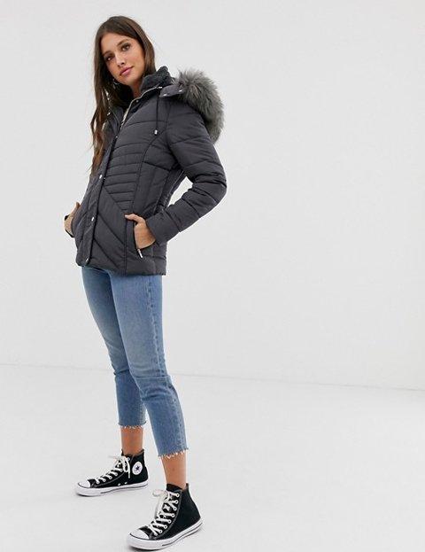 Outfit abrigo gris mujer acolchado