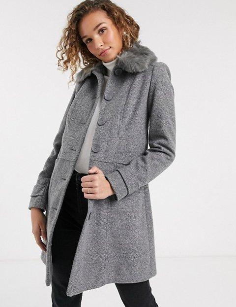 Outfit abrigo gris mujer botones