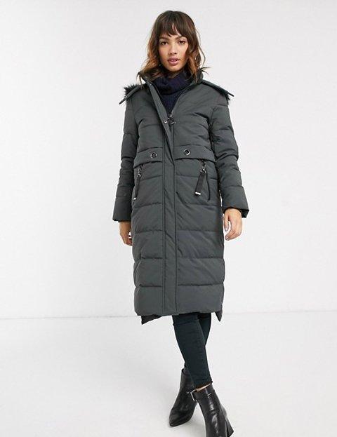 Outfit abrigo gris oscuro para mujer