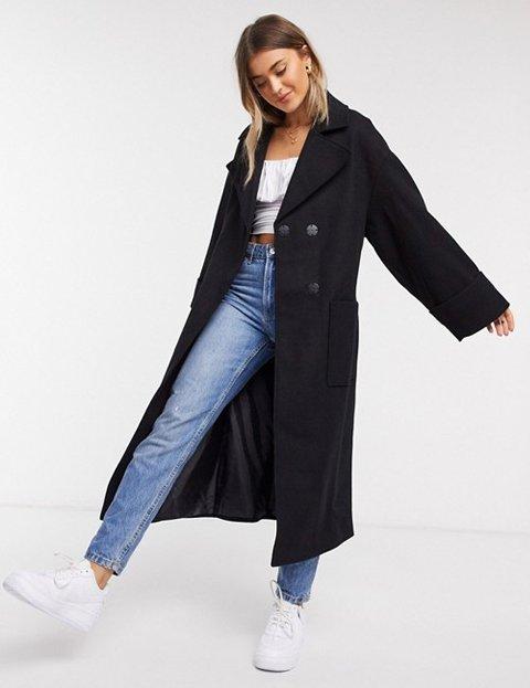 Outfit abrigo negro de mujer