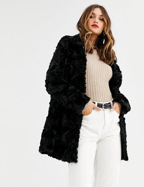 Outfit abrigo pelo negro mujer