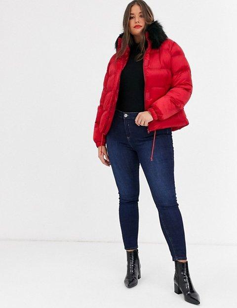 Outfit abrigo rojo corto mujer