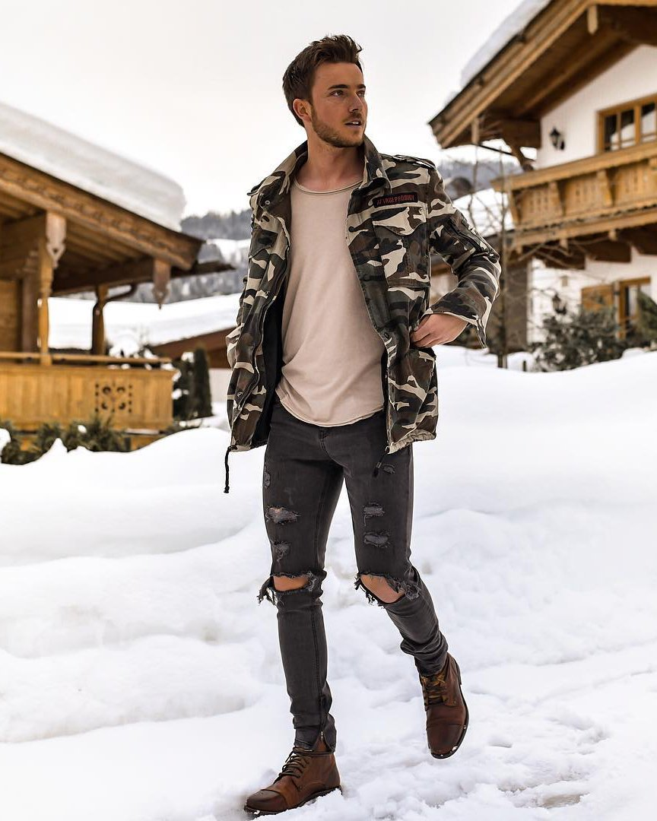 Outfit chaqueta camuflaje hombre corte clásico