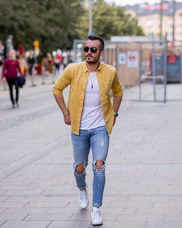 Outfit completo hombre con sobrecamisa y jeans descosidos estilo casual