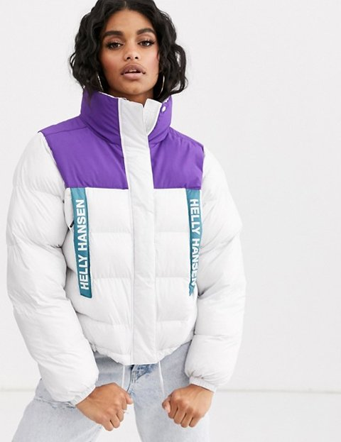 Outfit con abrigo blanco plumifero mujer