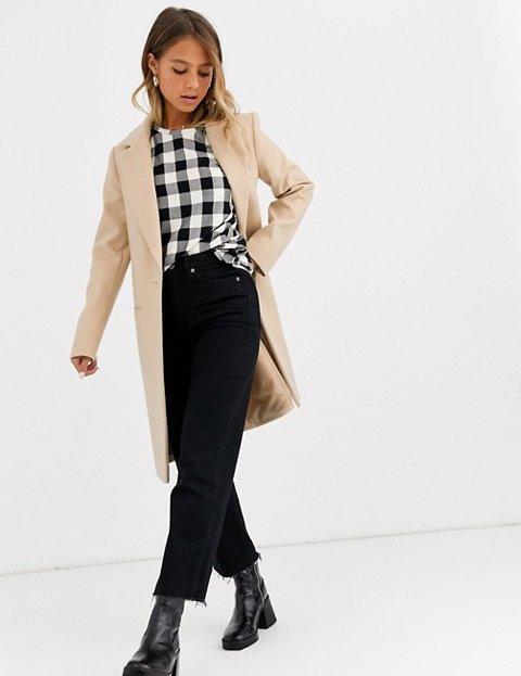 Outfit con abrigo camel largo mujer