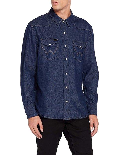 Outfit con blusa vaquera de hombre azul