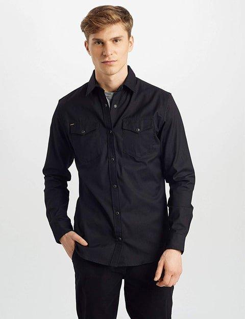 Outfit con blusa vaquera negra para hombres