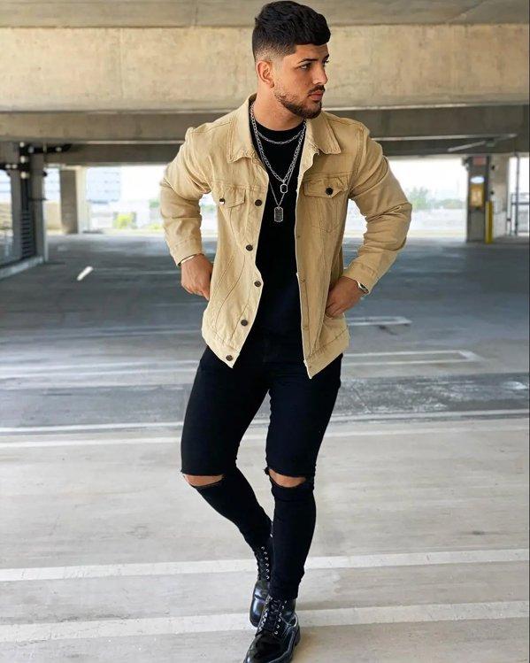Outfit con botas militares negras hombre