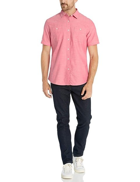 Outfit con camisa vaquera hombre manga corta rosa