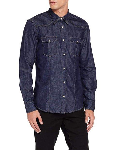 Outfit con camisa vaquera oscura hombre