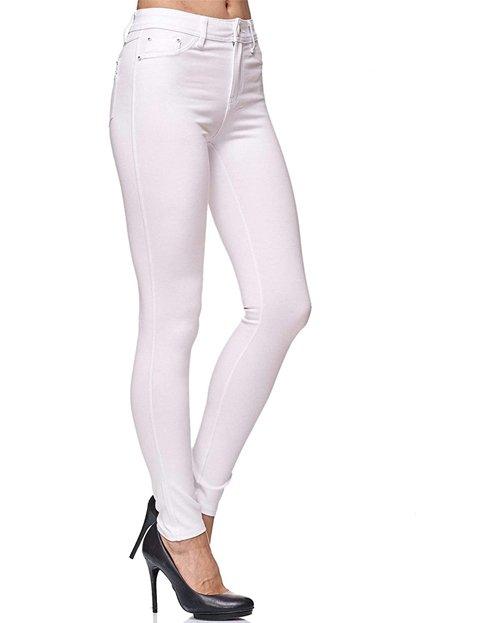 Outfit con pantalones blancos elásticos de mujer skinny fit