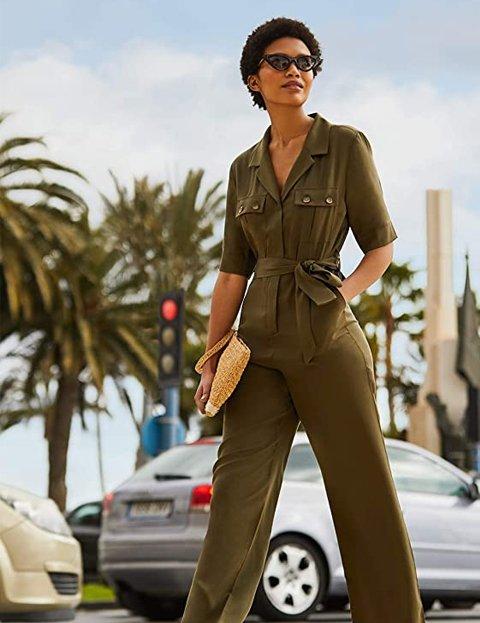 Outfit elegante mujer con mono de manga corta verde khaki
