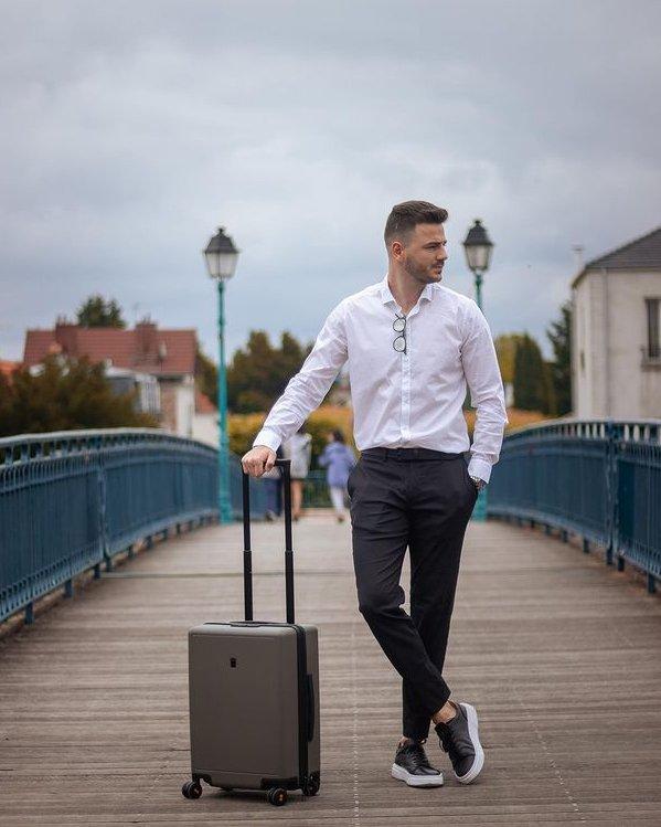 Outfit hombre formal con camisa blanca y pantalón tapered