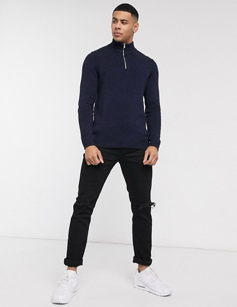 Outfit jersey azul marino hombre