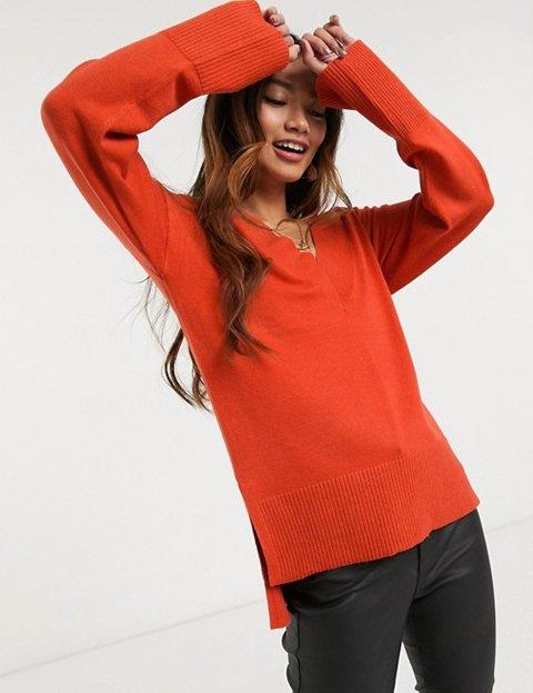 Outfit jersey rojo con bajo escalonado mujer
