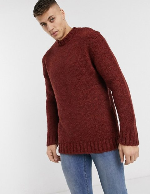 Outfit jersey rojo teja hombre