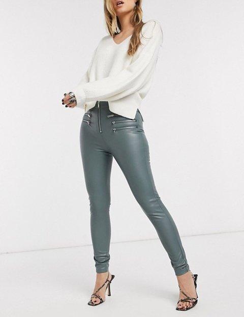 Outfits con leggings de cuero grises