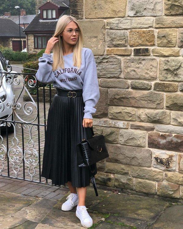 Outfit nueva tendencia falda midi plisada y sudadera cómoda