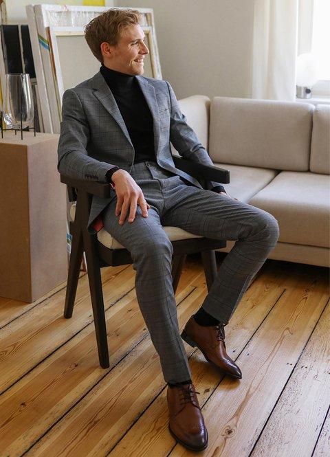 Outfit oficina otoño 2020 con traje a cuadros de hombre