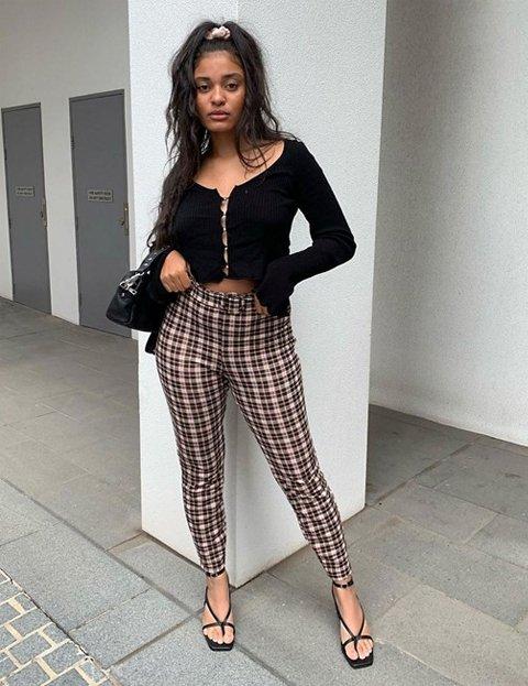 Outfit pantalón a cuadros estrecho mujer