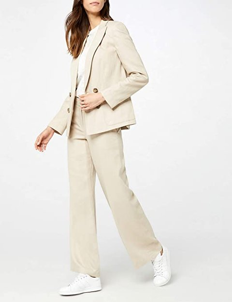 Outfit pantalón beige recto mujer
