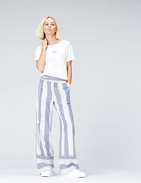 Outfit pantalones anchos a rayas azul y blanco mujer