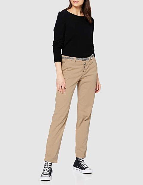 Outfit pantalones beige de mujer