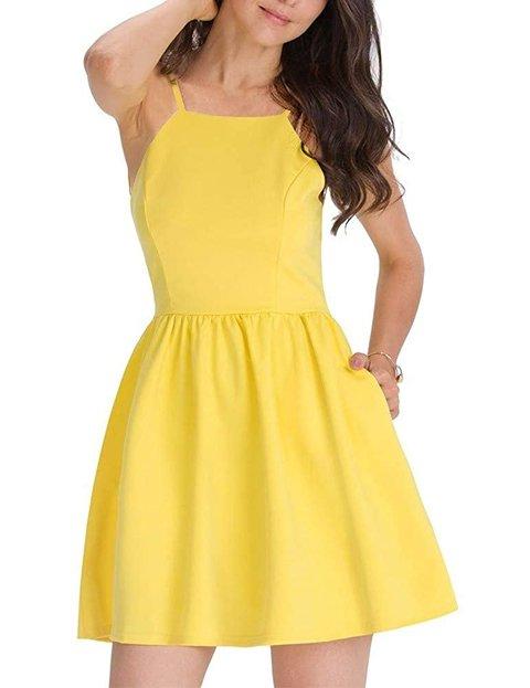 Outfit vestido amarillo corto