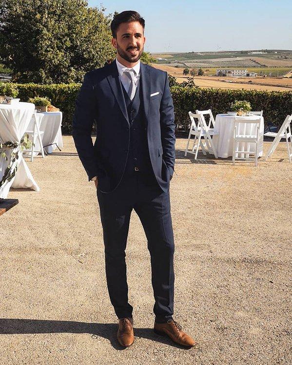 Outfits hombre elegante para celebración formal con traje de chaqueta y chaleco de sastre