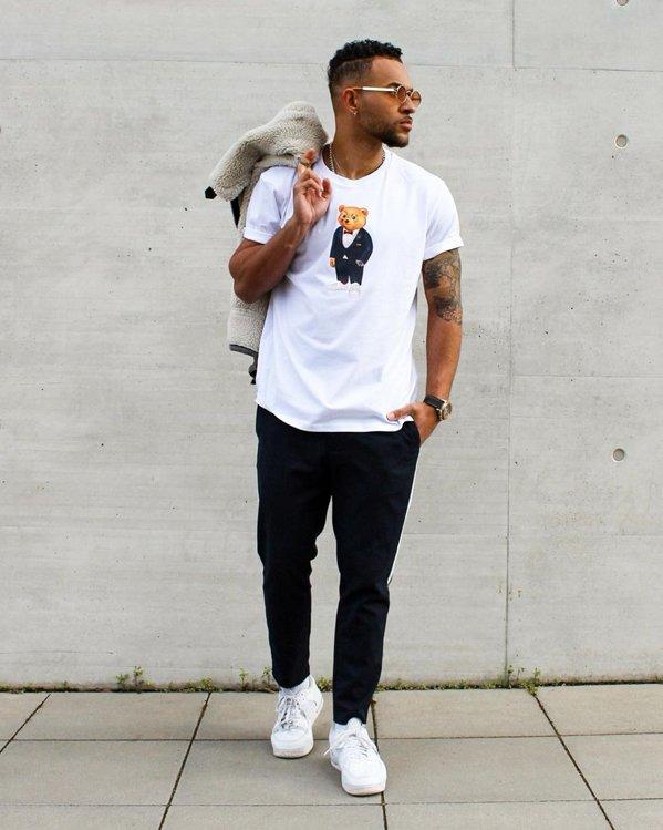Outfits sencillos hombre con camiseta de algodón con dibujo
