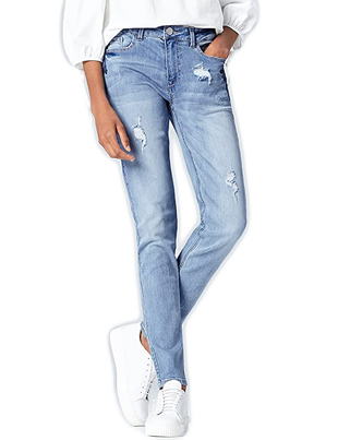 Pantalón vaquero con descosidos color claro de mujer