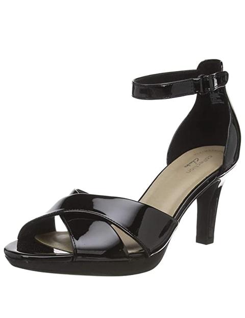 Zapato de tacón negro con punta descubierta