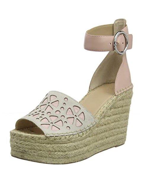 Zapatos de plataforma con la punta descubierta
